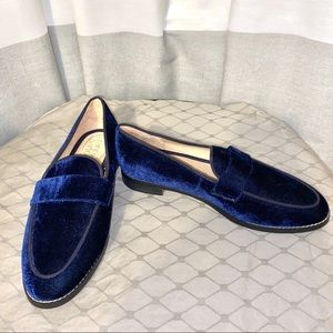 GORGEOUS NEW Franco Sarto blue velvet loafer